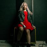 Blogger Mariela Viñas - Cantante, entrenadora de Pole fitness.